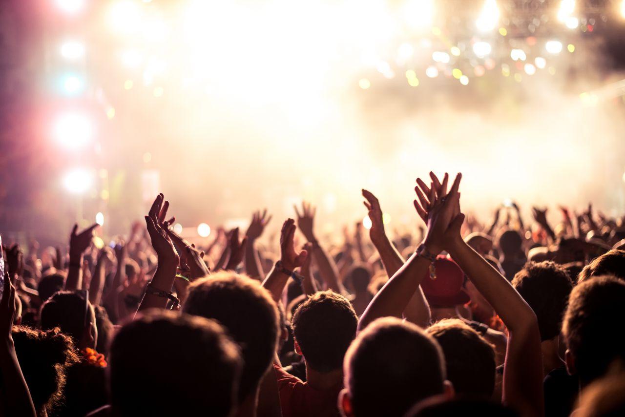 rockový koncert v Anglii